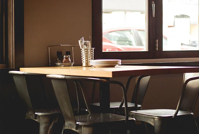 201701_GRC_BlogIMG_Restaurant-Table-Purchasing-Mistakes-to-Avoid_V2.jpg