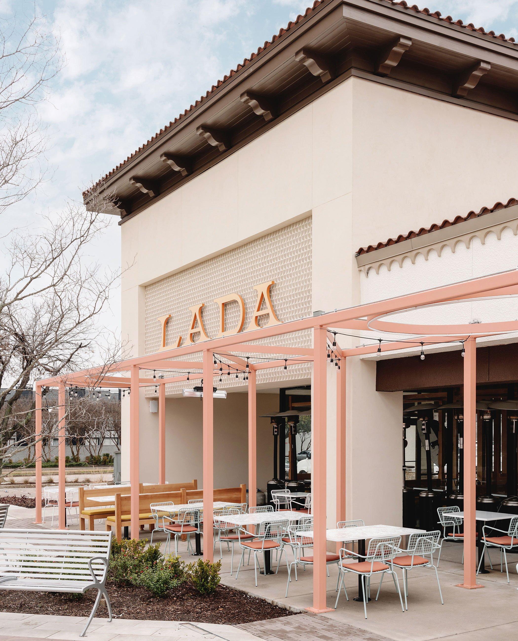 Lada_Opla_Outdoor_Furniture_Patio_Restaurant